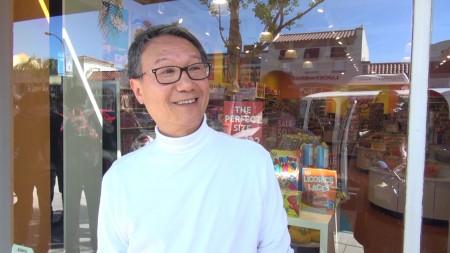 方先生是特思拉的忠实粉丝,他已拥有Model S、Model X、现在他也要订一台Model 3。(薛文)
