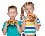 吃汉堡的孩子(fotolia)