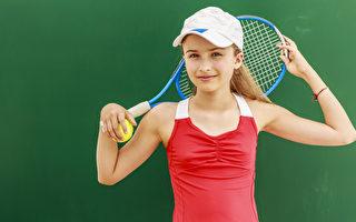 網球等戶外運動有益身心。(fotolia)