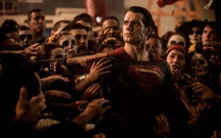 《蝙蝠俠對超人:正義曙光》(又譯:蝙蝠俠大戰超人:正義黎明)劇照。(華納兄弟提供)