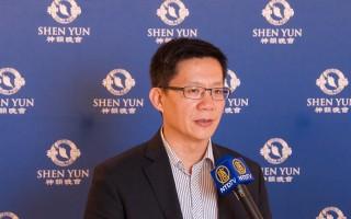 台灣立法委員張廖萬堅4月6日晚觀賞了神韻世界藝術團的演出後大讚神韻的成就是無價的。(王仁駿/大紀元)