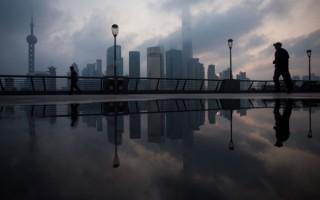 上海领导干部配偶子女关于开公司办企业规定试点一年后,扩展至5个城市,江泽民家族的贪腐问题成为焦点。上海郑恩宠律师表示江泽民家族势力已经彻底玩完了,上海帮韩正班子被架空,只等束手就擒了。(JOHANNES EISELE/AFP/Getty Images)