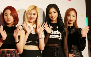 图左起为彩瑛、Sana、子瑜、Mina,在日本红毯上与媒体及粉丝见面。(中央社)