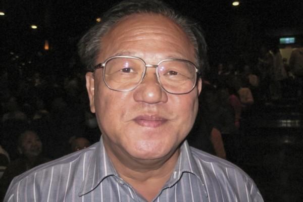 4月12日,彰化县溪湖镇镇长杨福建第二次观赏了神韵演出。(张雪卿/大纪元))