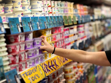 市售酸奶的含糖量有时相当惊人。希腊酸奶含糖量很低,通常是不错的选择。(Joe Raedle/Getty Images)