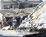 熊本、大分两县连续发生强震,直接造成49人死亡,1人失踪,1,682人受伤,86,329栋住房损坏,截至5月14日,仍有10,316人流离失所,寄居于避难所内,急需住房。(萧桦/大纪元)