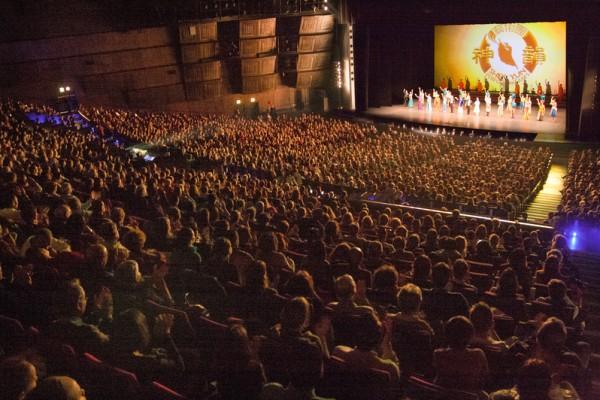 神韵欧洲巡演结束 巴黎剧院:爆满实属罕见