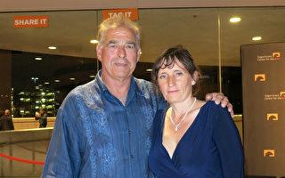 公司业主Mark Boyce与太太Natalia于2016年4月16日晚看完神韵纽约艺术团在加州橙县表演艺术中心的第六场演出,对演出赞不绝口。(任一鸣/大纪元)