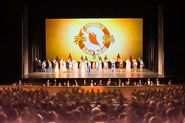 4月19日晚,美国神韵世界艺术团在日本名古屋的爱知县艺术剧场拉开了本年度日本巡演的帷幕。(牛彬/大纪元)
