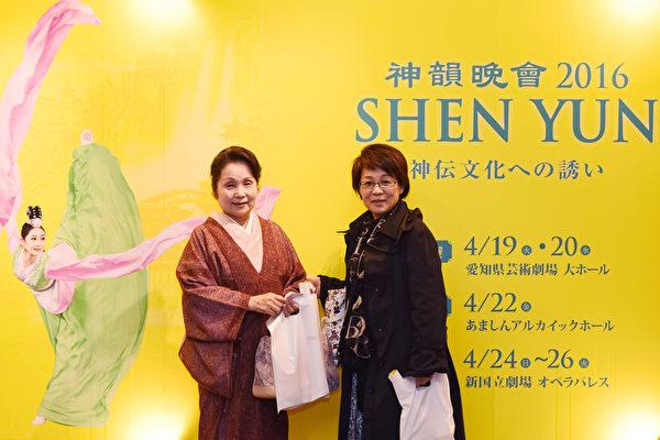 4月19日,日本舞蹈教师诚心彩华受朋友邀请在名古屋观看神韵演出,表示一定要带朋友来观看明年的神韵演出。(张浩/大纪元)