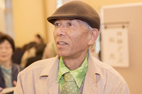 4月20日,特地从日本冲绳坐飞机赶来名古屋看神韵的堪舆师上里民洋在看完演出后,激动不已,无以言表。(野上浩史/大纪元)