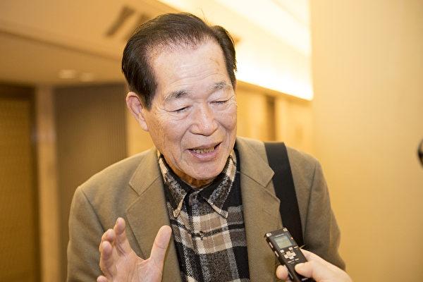 4月20日,全日本国际协同合作社的会长西井勇(Nishii Isamu)表示,他非常喜欢神韵演出中表现的创世主下世救人的主题。(野上浩史/大纪元)