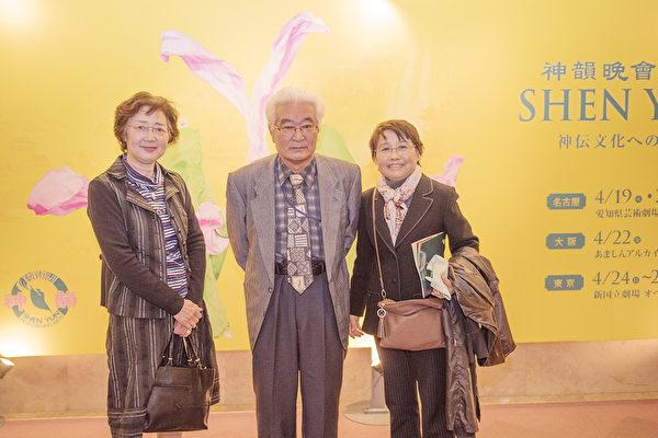 4月20日下午,来自三重县伊势的原三重农业大学教授西冈忠文观赏神韵后表示,他感动得忘了时间。(野上浩史/大纪元)