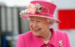 女王說,面對一個「日益充滿挑戰性」的世界,政治家要「保持鎮定和冷靜」。(Chris Jackson/AFP)