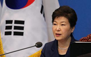 韓國總統朴槿惠因閨蜜崔順實涉嫌干預國政引爆醜聞,使其陷入重大政治危機。 (YONHAP/AFP)