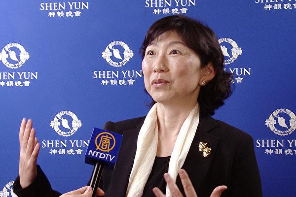 中村noriko观看完4月22日下午在尼崎市综合文化中心的神韵演出后,表示演出让她感到天人合一,神佛的力量。(新唐人电视)