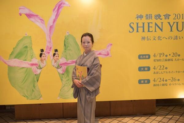 """日本舞蹈老师本条紫对神韵的中国古典舞敬佩的五体投地,不断地说着,""""真是非常美""""。(野上浩史/大纪元)"""