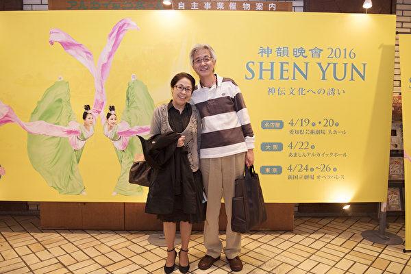 今井夫妇俩观看了4月22日在日本关西尼崎综合文化中心举行的第二场演出,神韵晚会表现的正统的中国传统文化让他们感动,涌现出要了解中国传统文化的愿望。(野上浩史/大纪元)