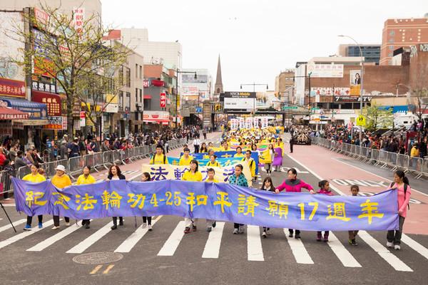纪念4.25上访17周年 纽约法轮功学员盛大游行