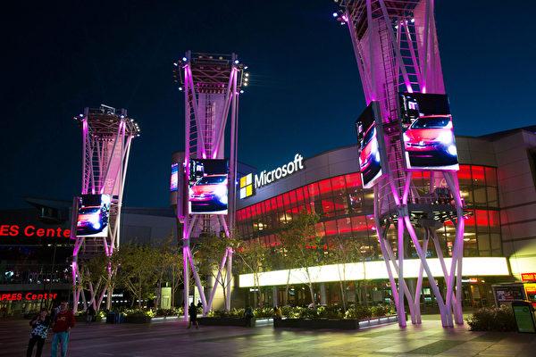 4月23日(星期六)神韵纽约艺术团2016年巡演终于抵达此次南加州之旅的高潮——世界影视之都洛杉矶市,在市中心微软剧院(Microsoft)举行首日两场演出,场场爆满。(季媛/大纪元)
