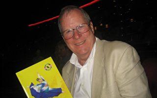 企业主Kent Jacobse先生,观看神韵纽约艺术团在美国洛杉矶微软剧院(Microsoft Theater)的第四场演出。(李清怡/大纪元)