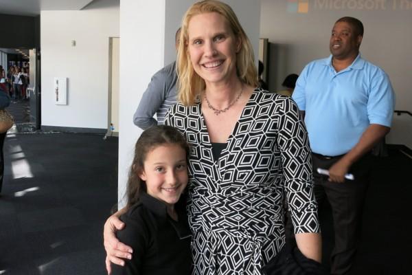 南加州大学教授Kim Eggleston与女儿在观看了2016年4月23日下午神韵纽约艺术团在美国洛杉矶微软剧院(Microsoft Theater)的第三场演出后表示: