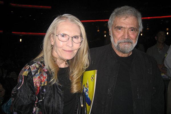 资深影视剧作家、制片人和教授Don Zirpola先生和太太观赏了神韵纽约艺术团的演出后,认为演出编排非常好。(李清怡/大纪元)