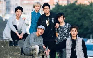 南拳妈妈推出新专辑,周杰伦(后排中)和前成员宇豪(后排右二)跨刀拍摄首波主打歌《东山再起》MV。(种子音乐提供)