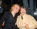 Sadie Wells Liddy與奶奶一起看了今晚的神韻演出,她不停的說演出「太棒了,太棒了!」(滕冬育/大紀元)