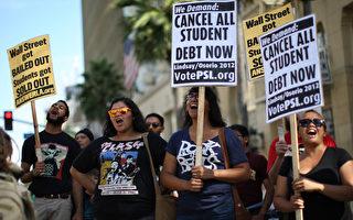 洛杉矶大学生罢课呼吁银行伸出援手,取消学生债务。(David McNew/Getty Images)