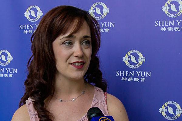 俄罗斯芭蕾舞演员和教师Megan Robb女士第五年看神韵,体验到神韵晚会提升精神的作用。(新唐人电视台提供)