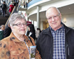 Gloria Perry女士和丈夫Bierre Tessier先生觀看了4月28下午神韻在密西沙加的演出,並對神韻讚不絕口。(Matt Little/大紀元)