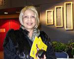 Marlene Koiter女士觀看了4月28晚神韻在密西沙加的演出,並對神韻讚不絕口:「絕對引人入勝!那色彩、那音樂!」(Matt Little/大紀元)