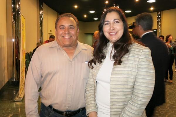 Delano市的城市经理Maribel Reyna和先生Jay Reyna观看了神韵纽约艺术团4月28日晚在贝克斯菲罗布班克剧院的演出,他们表示:节目精彩,节目中传达出的精神内涵引人共鸣。(李旭生/大纪元)
