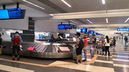 阿聯酋航空5月1日起,將原本B777飛機改為A380定期飛台灣,不過,A380只能停桃機二航廈,旅客報到及提領行李都得在一航廈。(桃機公司提供)