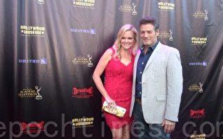 好萊塢明星們出席了紅毯,期待日間艾美奬頒獎典禮到來。(薛文/大紀元)