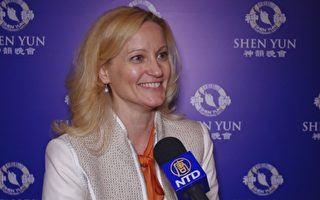 新州先进传媒(NJ Advance Media)的互动策略总监Lily Kirov女士观看了4月29日晚在新泽西表演艺术中心的神韵演出。她对神韵的精彩演出赞叹不已。(新唐人电视台提供)