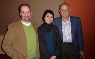 Joe Giusty(右)与朋友Tamara及Carmine Iorio结伴观神韵,很高兴对中国文化有了更深的了解。(良克霖/大纪元)