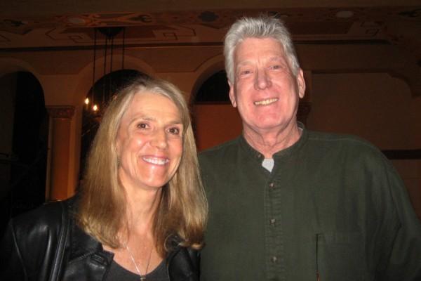 美国西南航空公司机长Lee Wilkerson与朋友Charley Lux观看了神韵纽约艺术团今年在加州圣巴巴拉格兰纳达剧院4月29日晚的演出。(李清怡/大纪元)