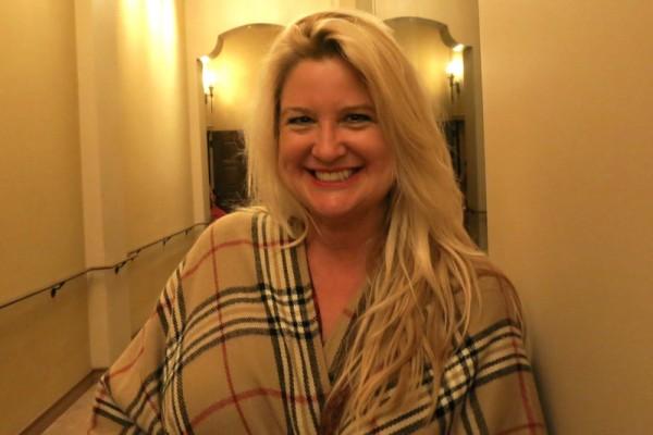 房产商Eileen Mira于2016年4月29日晚观赏了神韵纽约艺术团今年在文化名城圣巴巴拉(Santa Barbara)的首场演出。(任一鸣/大纪元)