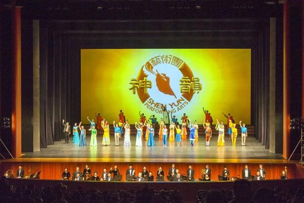 神韵世界艺术团4月30日中午在韩国举行2016年当地的首场演出。(全景林/大纪元)
