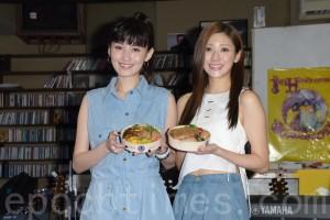 管罄(左)、林逸欣(右)于4月30日在台北举办小型音乐会,谈及这次巡演后,最怀念铁路便当。(黄宗茂/大纪元)