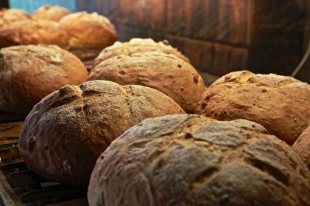滋味養生,窯烤麵包全麥飄香。(許享富 /大紀元)