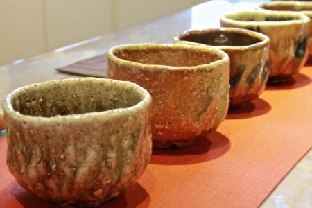 每个柴烧出来的釉母茶碗都有其特质。(许享富 /大纪元)