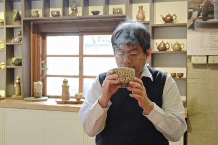 民众品尝好喝甘甜的茶。(许享富 /大纪元)