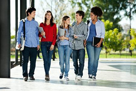 人脈需在大學中就開始建立,好人脈可以幫助自己在未來職場獲得較好的工作機會。(Fotolia)