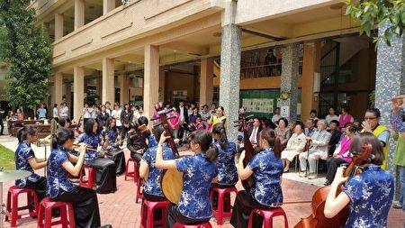 竹女以温馨音乐飨宴致谢并为百岁校友贺寿。(林宝云/大纪元)