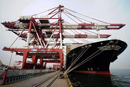 受全球成長動能疲弱、台灣出口不振影響,主計總處下修今年首季GDP至-0.84%,為連三季負成長。(AFP)