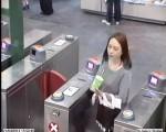警方公布的冷夢梅失蹤當天在火車站出現的畫面。(紐省警方)