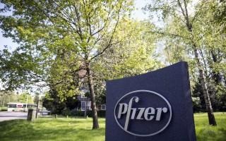 周三(4月6日),美国制药业龙头辉瑞公司(Pfizer)及爱尔兰药厂爱力根公司(Allergan)宣布终止高达1,520亿美元的并购计划。 (Oli Scarff/Getty Images)